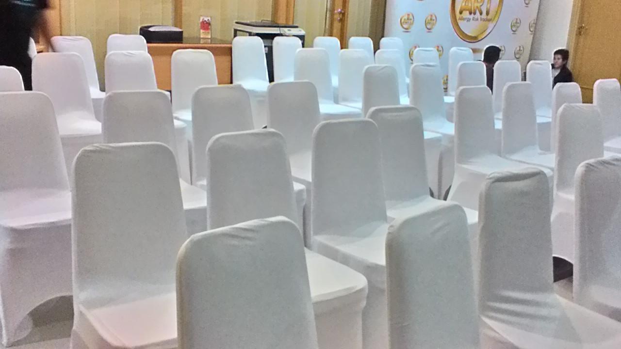 kursi futura cover putih