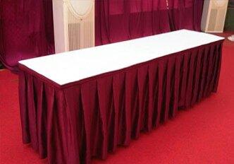 meja persegi putih, merah