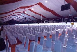 tenda roder dekorasi merah putih dan kursi - sidebar