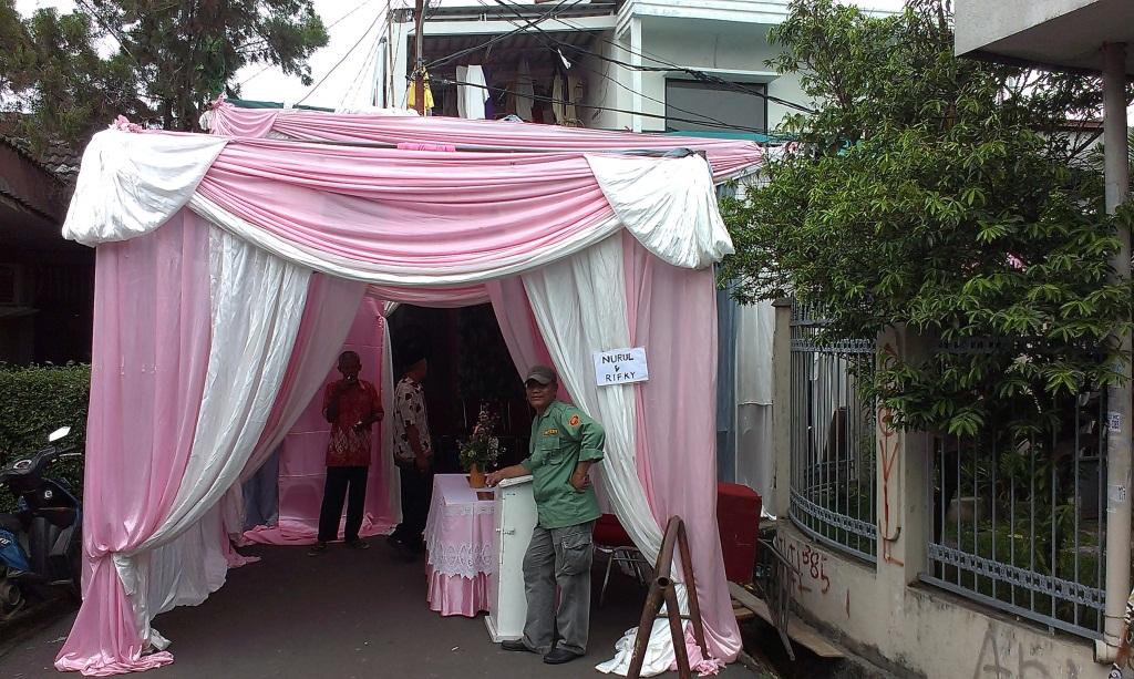 gazebo putih pink