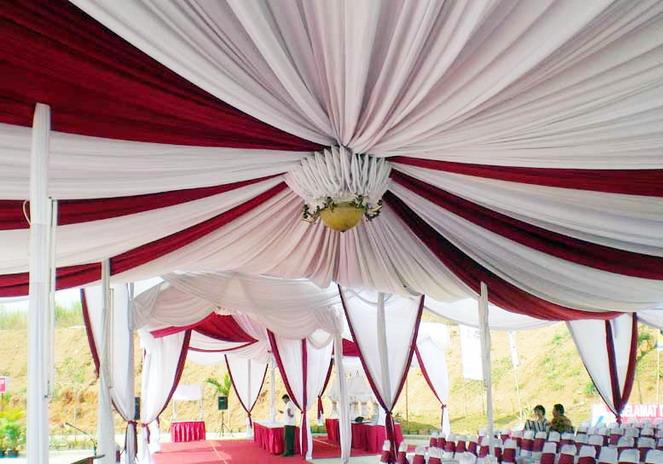 tenda balon putih, merah