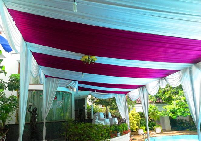 tenda salur putih, pink