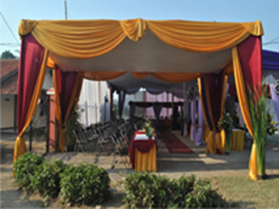 tenda semi dekor merah gold